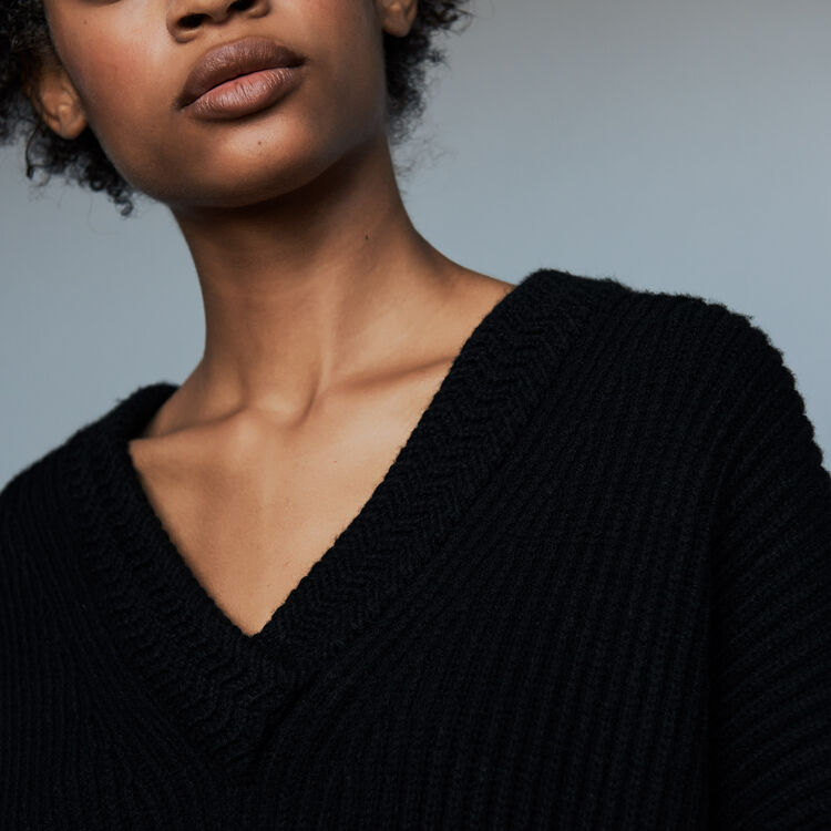 Long-sleeved, V-neck sweater : Knitwear color ECRU