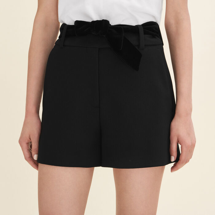 High-waisted crepe shorts : See all color Black 210